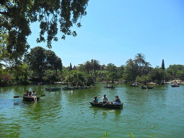 Ciutadella Park és a csónakázó tó
