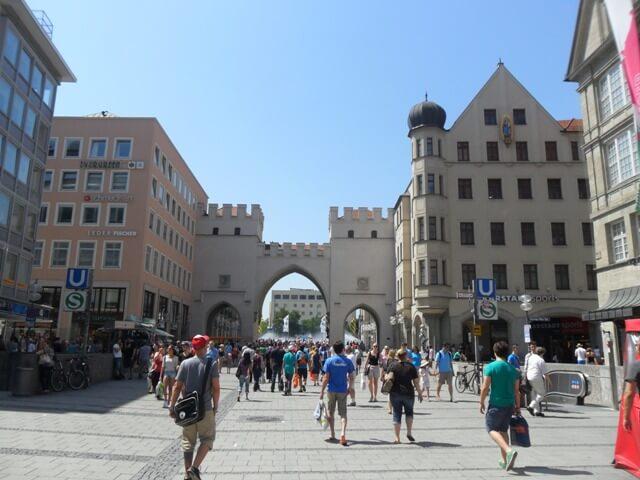 Karlstor és Karlsplatz