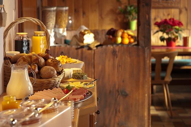 Svédasztalos reggeli-félpanziós ellátás