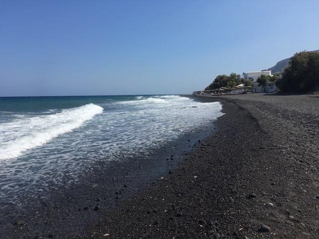 Santorini-Kamari-fekete homokos tengerpart