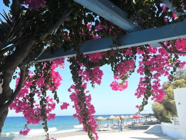 santorini-kamari-tengerpart