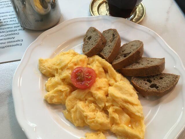 Rántotta paleo kenyérrel-diétabarát reggeli Budapesten