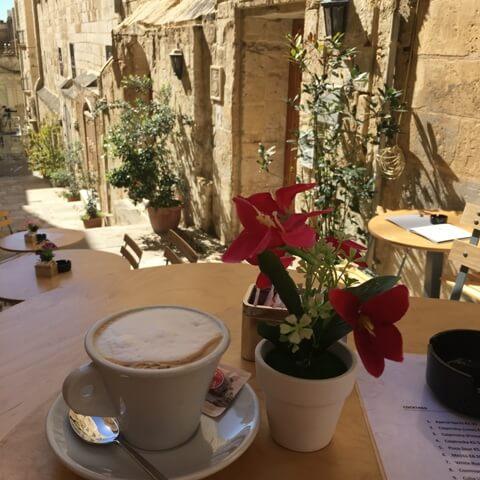 Málta nyaralás kávézó