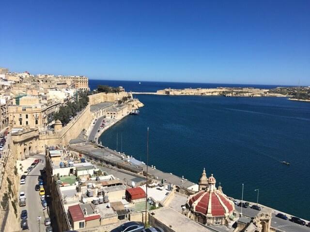 Valletta kilátás Upper Barrakka Gardens