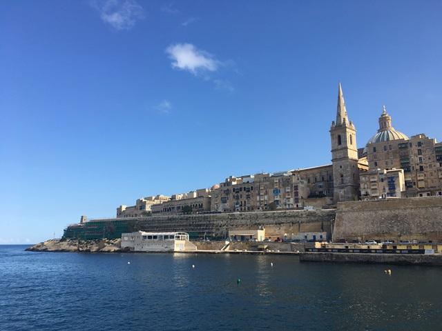 Valletta hajóval