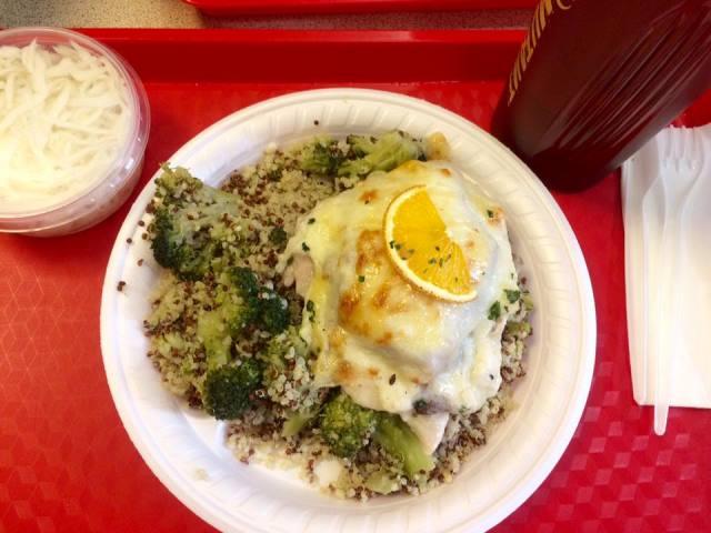 Brokkolis quinoa
