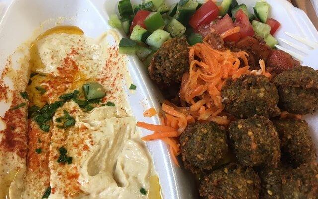 Hummus falafel zöldségek