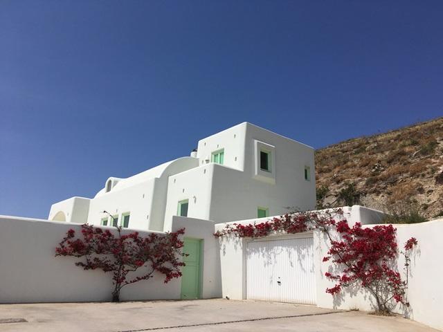 Santorini virágos épületek
