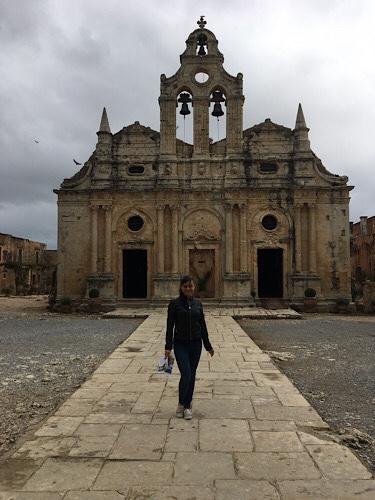 Arkadi kolostor előtt